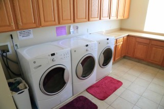 Pine Canyon laundry room